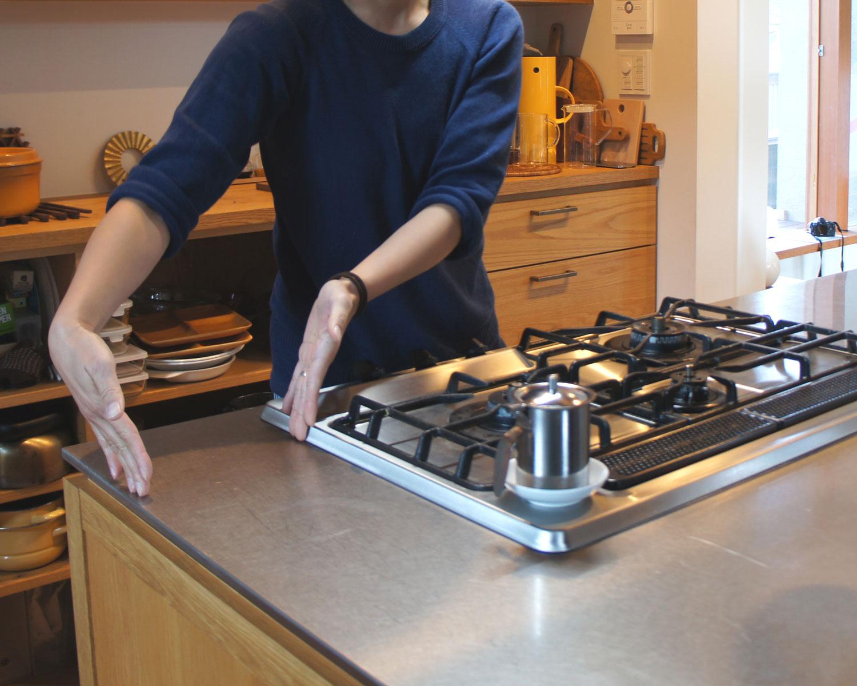 「見せる収納」を実現した、機能性抜群のアイランドキッチン